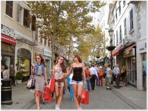 shoppers with app walking down street